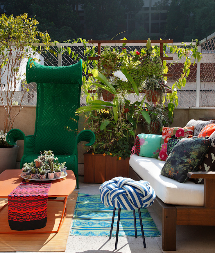 Eclectic style balcony, porch & terrace by Escala Arquitetura Eclectic
