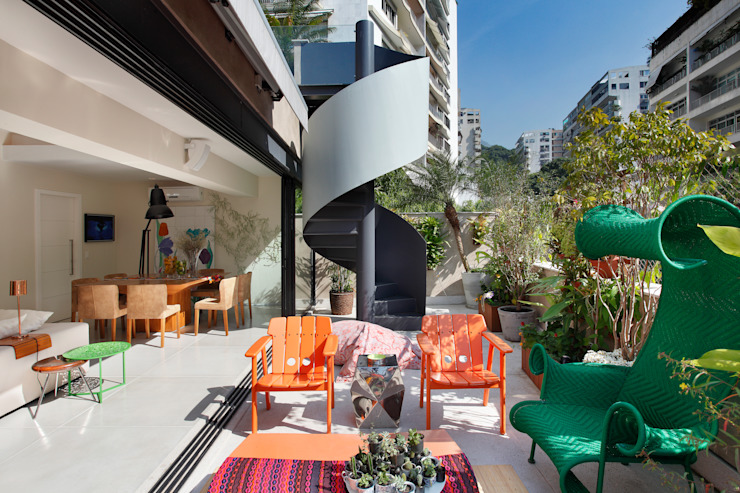 Terrace by Escala Arquitetura , Eclectic