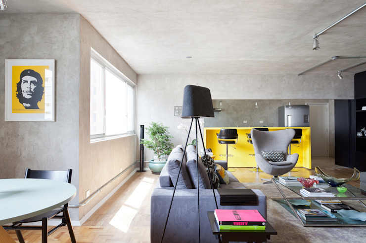 Living room by Suite Arquitetos