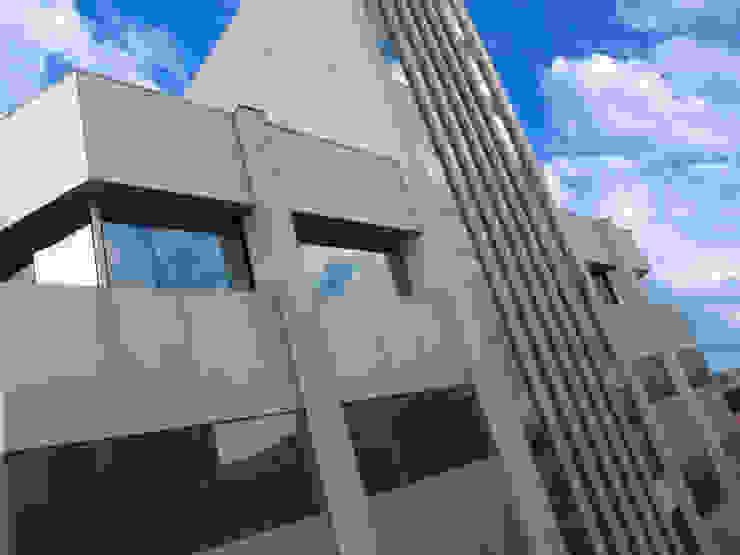 VISTA PARCIAL SAMMARONE OFFICES Edifícios comerciais modernos por Douglas Piccolo Arquitetura e Planejamento Visual LTDA. Moderno