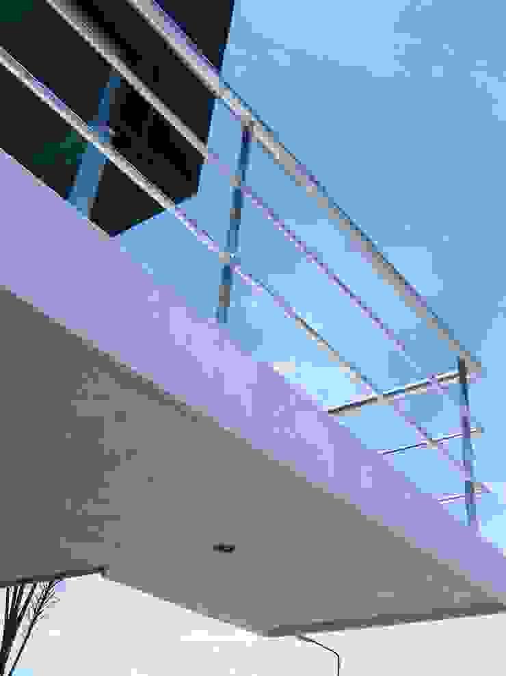 Casa LV Pasillos, vestíbulos y escaleras minimalistas de IPALMA ARQUITECTOS Minimalista