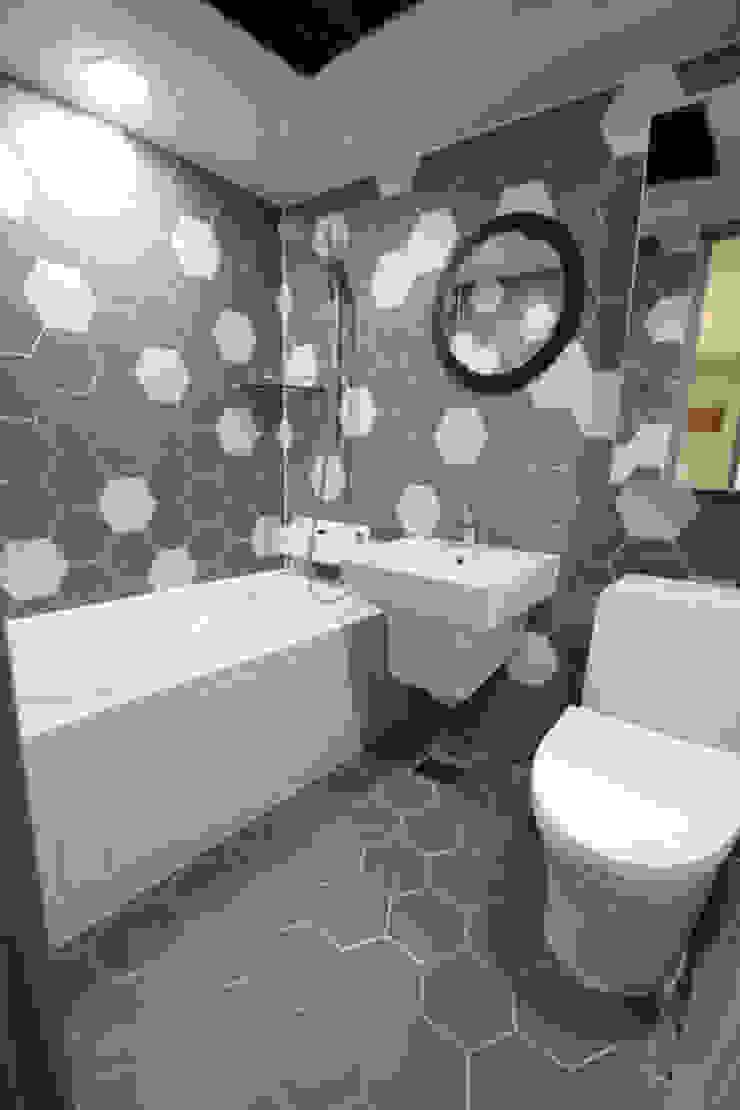 STORY ON INTERIOR Modern Bathroom