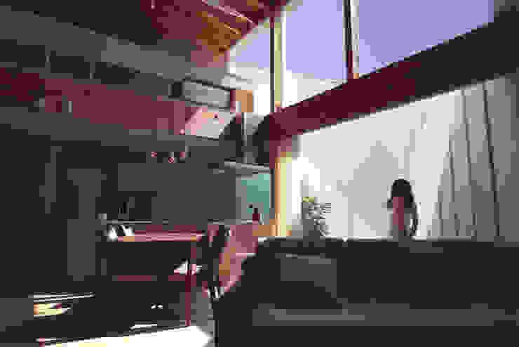 seep out: 建築設計事務所SAI工房が手掛けたリビングです。,モダン