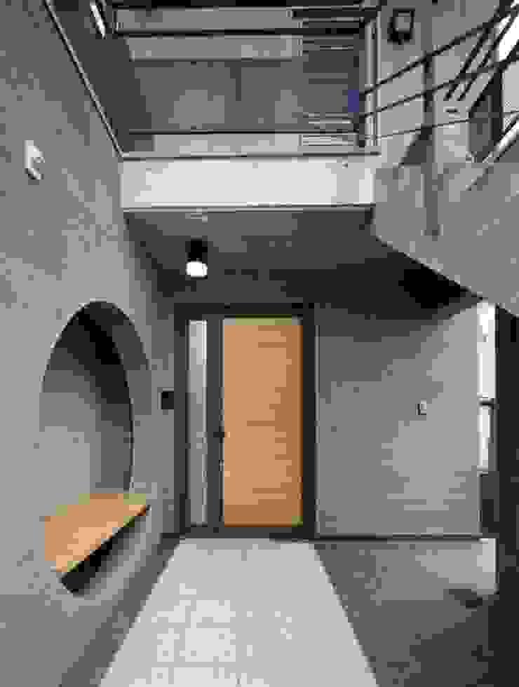 approach インダストリアルな 家 の H.Maekawa Architect & Associates インダストリアル