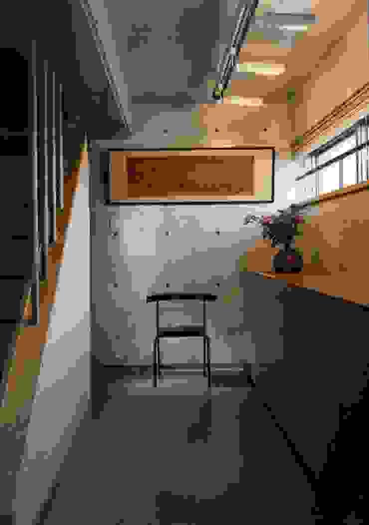 gallery インダストリアルな 壁&床 の H.Maekawa Architect & Associates インダストリアル
