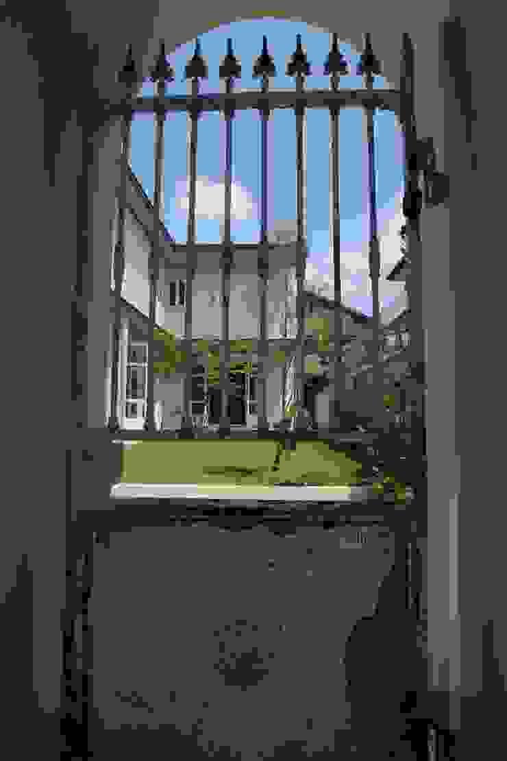 Sakurayama-Architect-Design Classic windows & doors