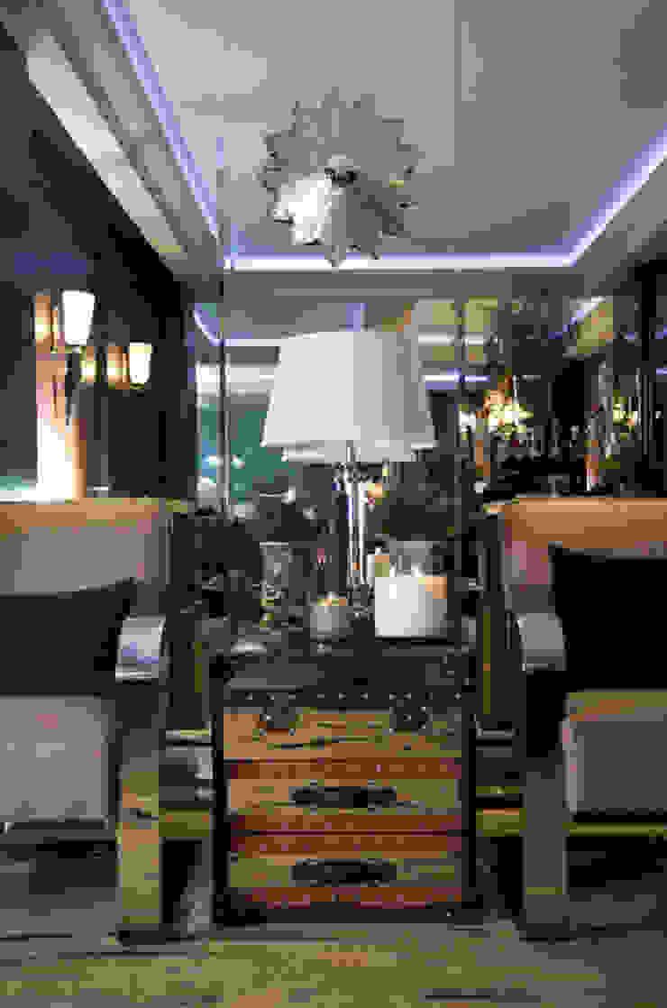 Ривьера Коридор, прихожая и лестница в классическом стиле от DecorAndDesign Классический