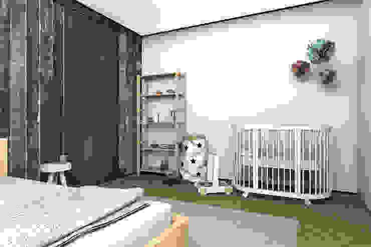Комната для молодой семьи. Уголок для малыша. Спальня в скандинавском стиле от ИНТЕРЬЕР-ПРОЕКТ.РУ Скандинавский
