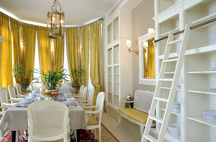 Dining room by DecorAndDesign, Classic