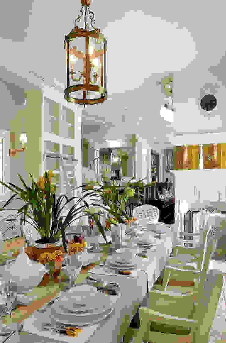 Гринфилд Столовая комната в классическом стиле от DecorAndDesign Классический