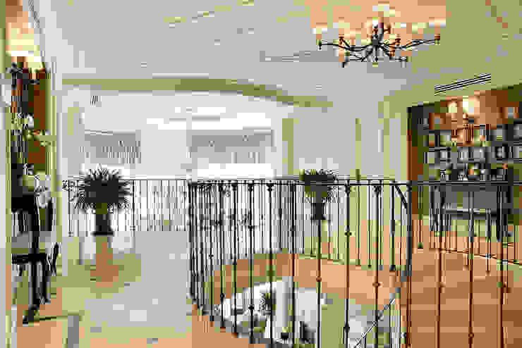 Гринфилд Коридор, прихожая и лестница в классическом стиле от DecorAndDesign Классический