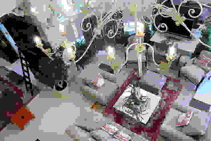 Ruang Keluarga oleh DecorAndDesign, Klasik