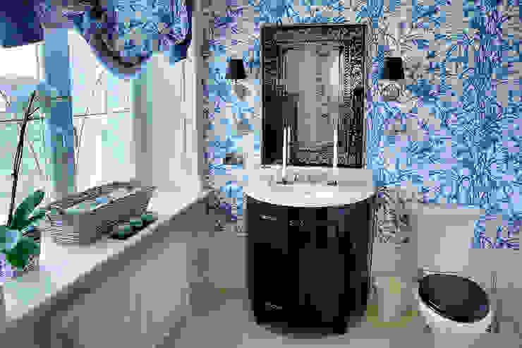 Casas de banho clássicas por DecorAndDesign Clássico