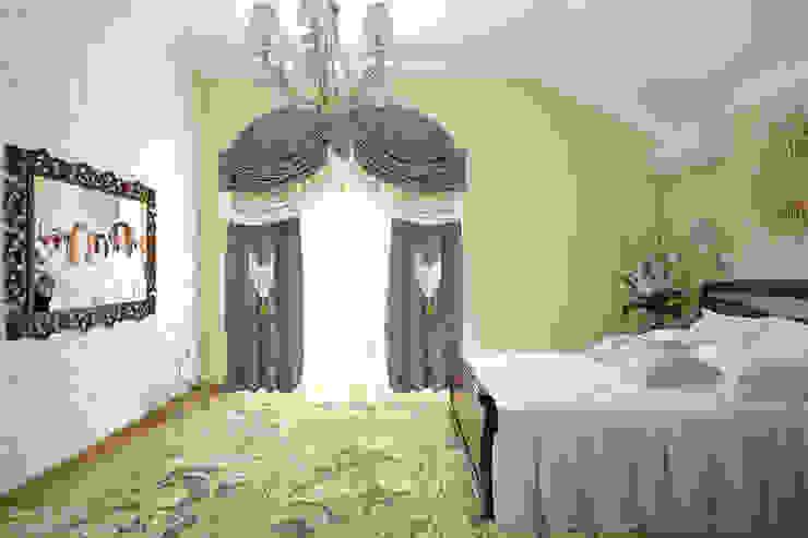 """Дизайн спальни в классическом стиле в коттеджном поселке """"Краснодарский"""" Спальня в классическом стиле от Студия интерьерного дизайна happy.design Классический"""