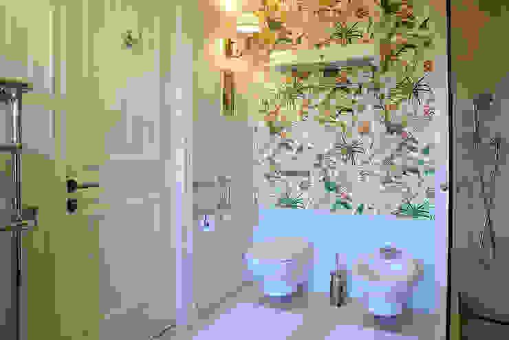 Klasyczna łazienka od DecorAndDesign Klasyczny