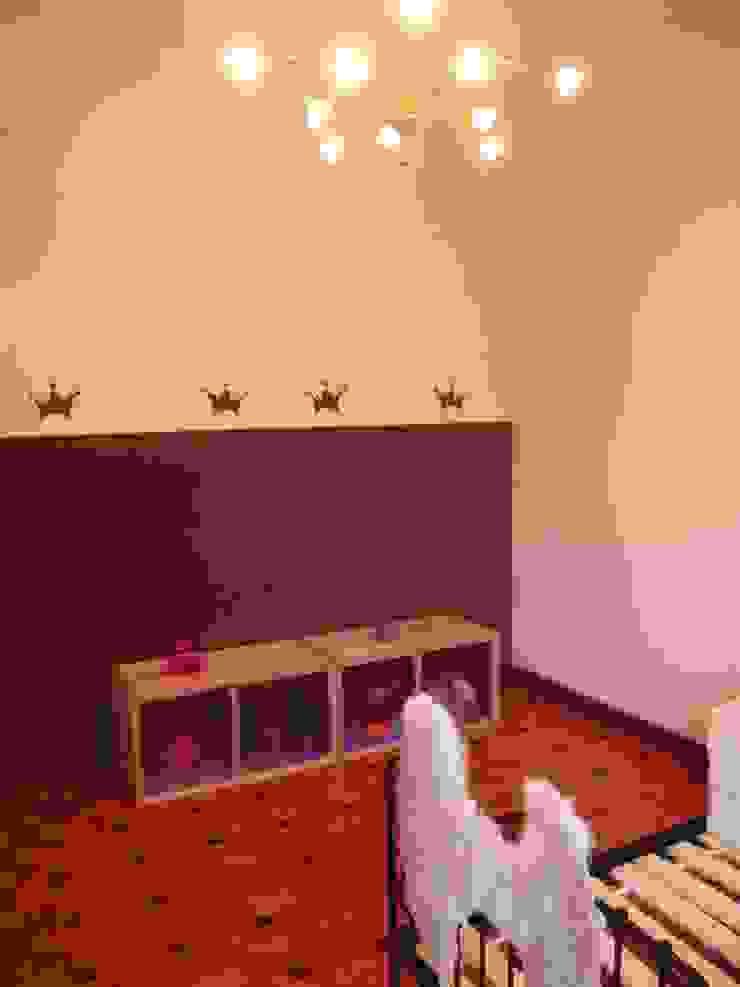 Chambre d'enfant: peinture Chambre d'enfant moderne par DK2DECO Moderne