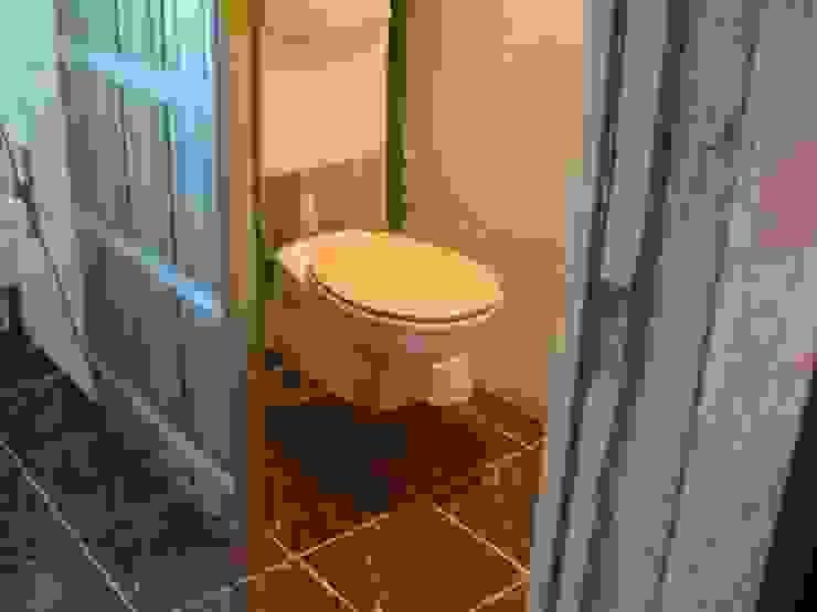 Suite parentale: WC Salle de bain moderne par DK2DECO Moderne