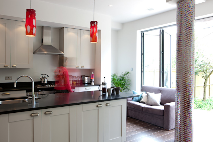 London Kitchens Eclectic style kitchen by Amanda Neilson Interiors Eclectic