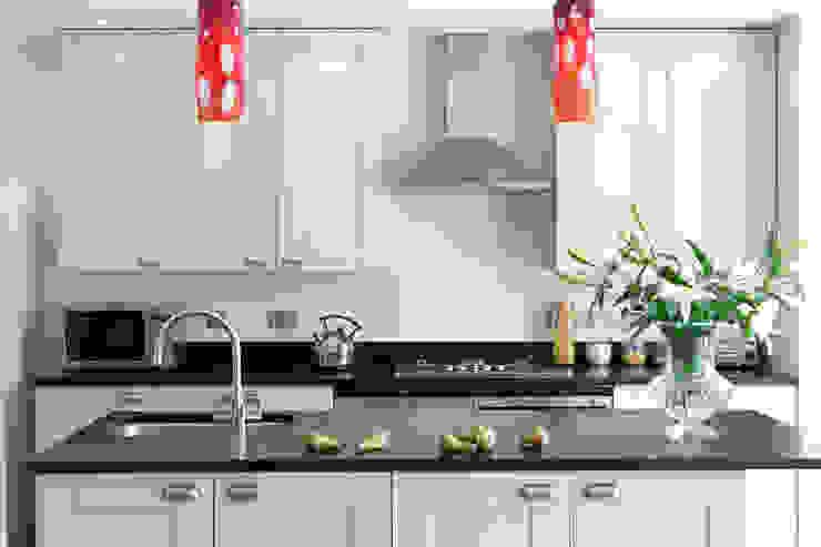London Kitchens Cucina eclettica di Amanda Neilson Interiors Eclettico