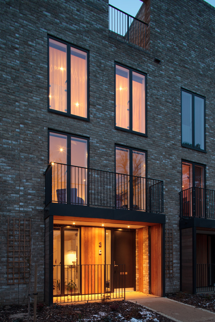 Cambridge town house Modern houses by At Home Interior Design Consultants Modern