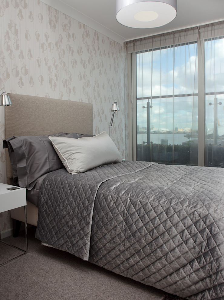 London Docklands penthouse Modern style bedroom by At Home Interior Design Consultants Cambridge Modern