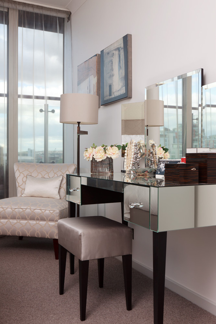 London Docklands penthouse apartment Modern style bedroom by At Home Interior Design Consultants Cambridge Modern
