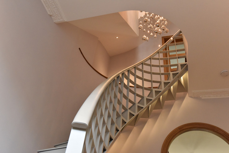 Leather Handrail in Marylebone refurbishment por Hide and Stitch Moderno