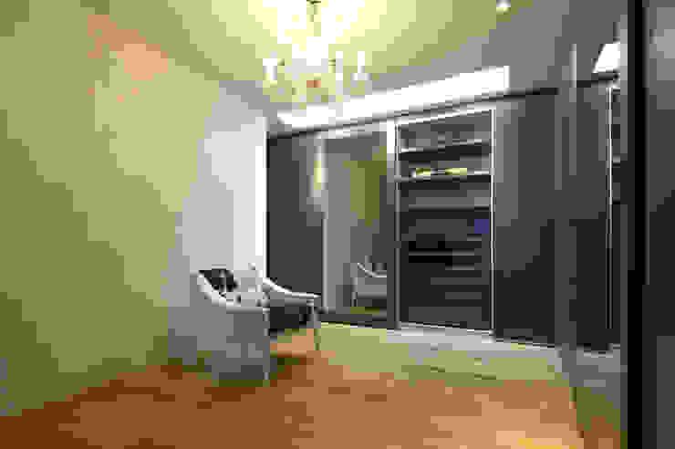 . モダンデザインの 多目的室 の 株式会社 コンパス建築工房 モダン