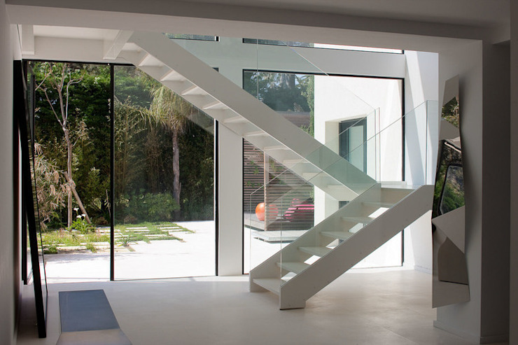 Modern Corridor, Hallway and Staircase by Vincent Coste Architecte Modern