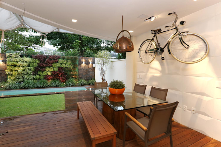 Modern balcony, veranda & terrace by SESSO & DALANEZI Modern