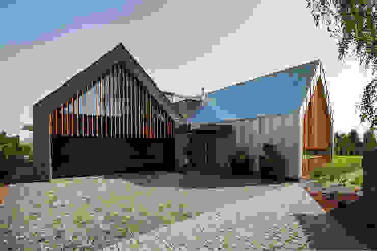TWO BARNS HOUSE Nowoczesne domy od RS+ Robert Skitek Nowoczesny