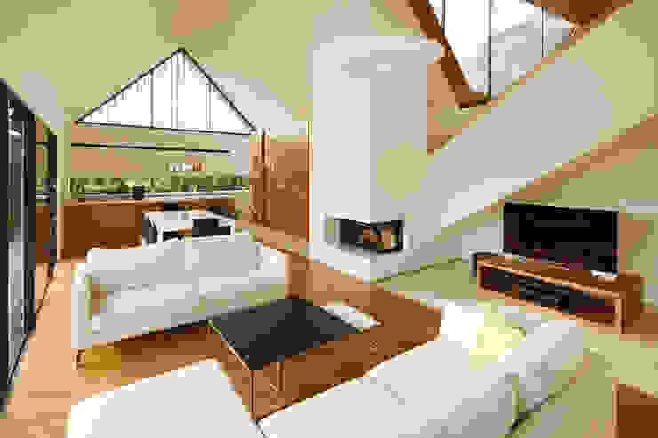 TWO BARNS HOUSE Nowoczesny salon od RS+ Robert Skitek Nowoczesny