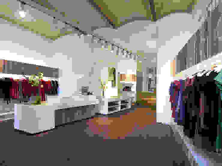Oficinas y tiendas de Atelier Heiss Architekten