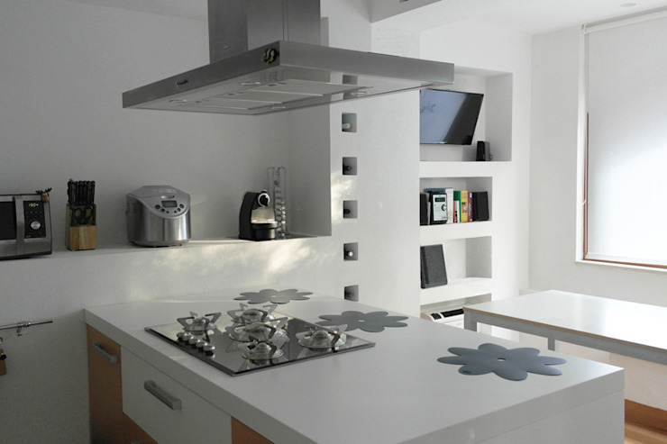 Minimalist kitchen by Laura Marini Architetto Minimalist