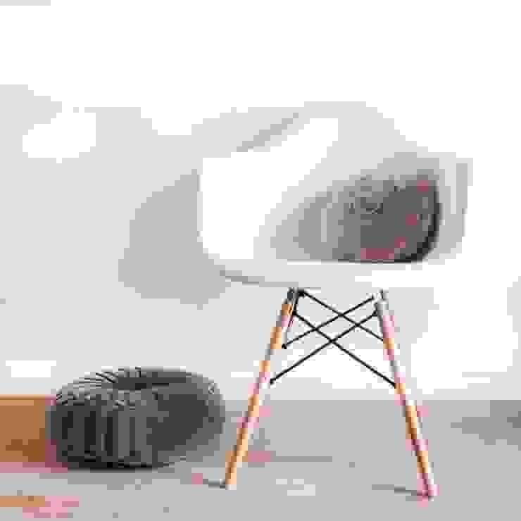 Silla DAW style de Decoratualma Moderno
