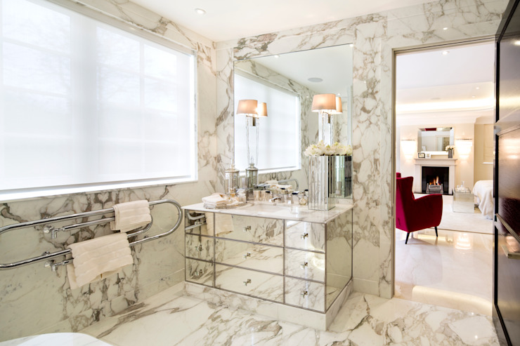 Baños de estilo  por Celia Sawyer Luxury Interiors,