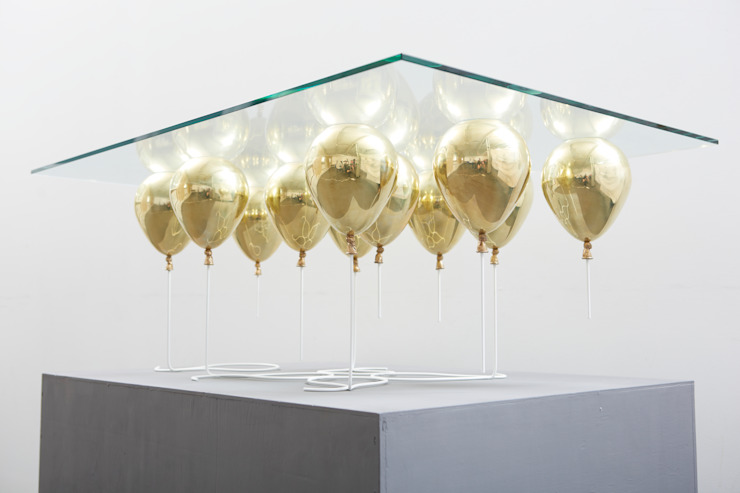 The Up Balloon Coffee Table gold von Duffy London