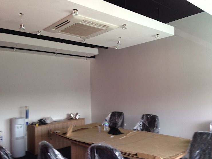 Meeting room with 'floating ceiling' rafts Modern office buildings by Lancashire design ceilings Modern