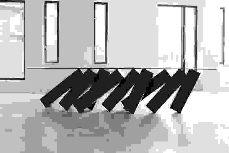 Megalith Table โดย Duffy London