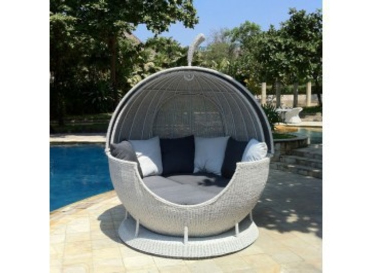White Rotating Apple Daybed od Commercial Furniture UK LTD