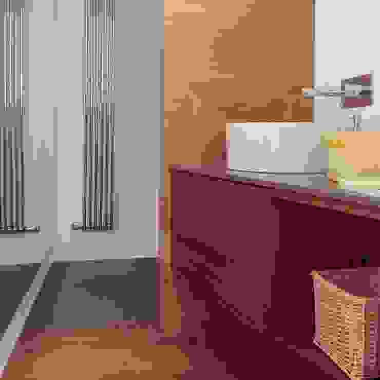bagno ospiti Bagno in stile mediterraneo di m12 architettura design Mediterraneo
