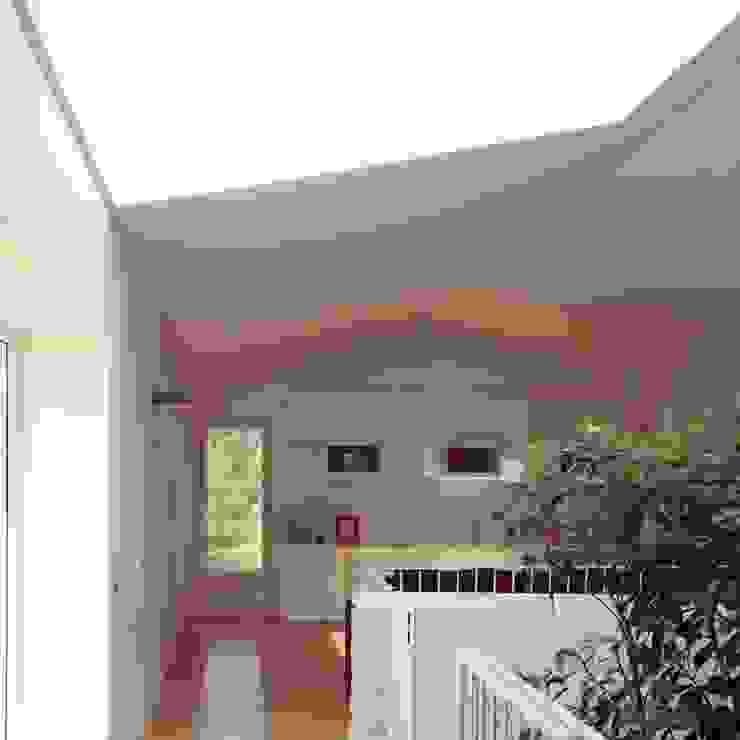 lo spazio jolly Sala multimediale in stile mediterraneo di m12 architettura design Mediterraneo