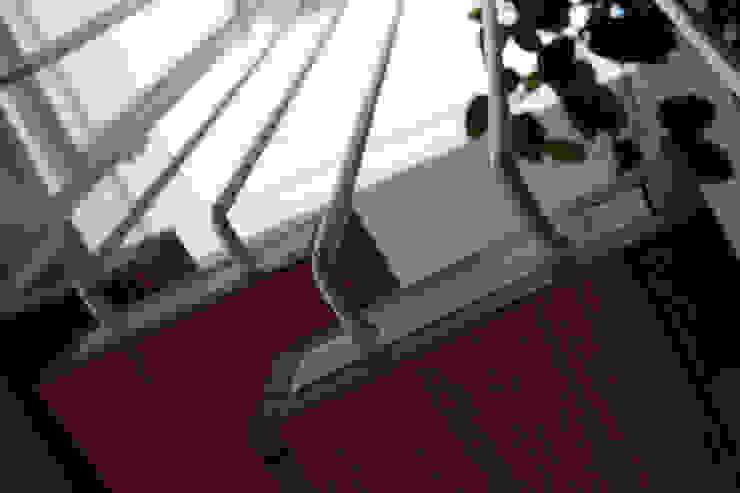 la scala Ingresso, Corridoio & Scale in stile mediterraneo di m12 architettura design Mediterraneo