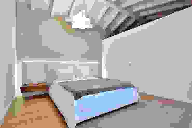 Villa in legno Camera da letto in stile classico di Marlegno Classico Legno Effetto legno