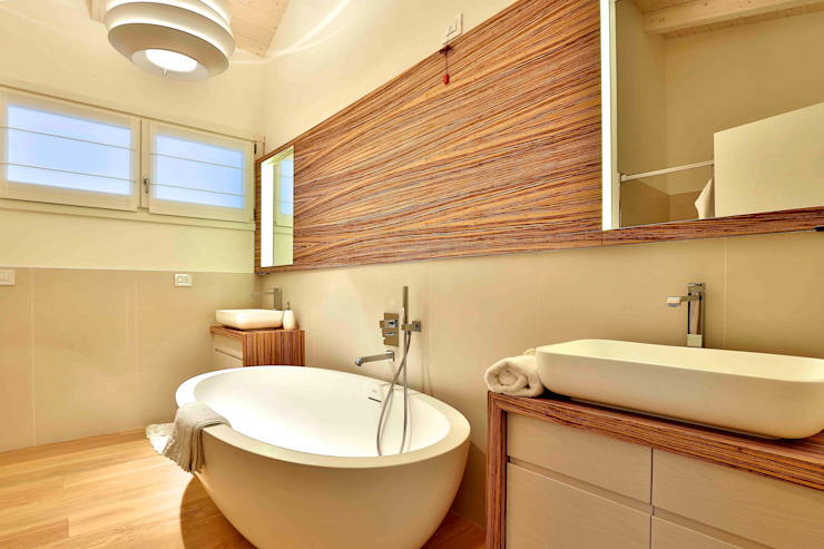 Classic style bathrooms by Marlegno Classic Wood Wood effect