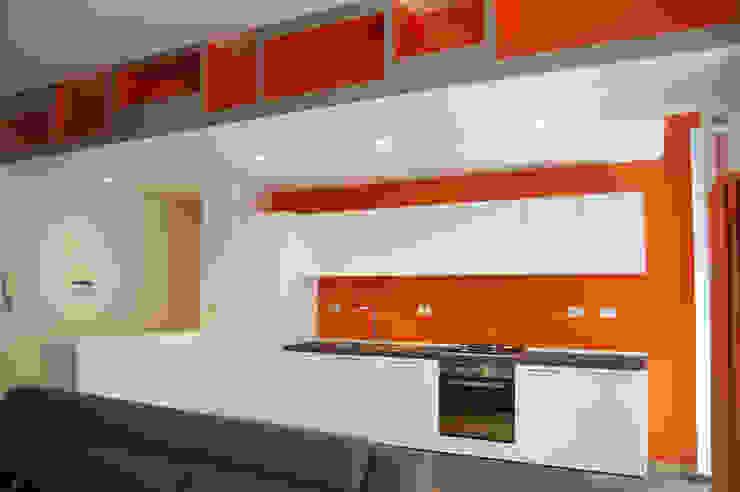 Appartamento LDT di 07am architetti Moderno