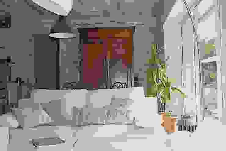 Maison dans l'Essonne Salon rustique par Sandra Dages Rustique