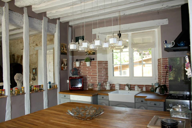 Cuisine ouverte Salon rustique par Sandra Dages Rustique