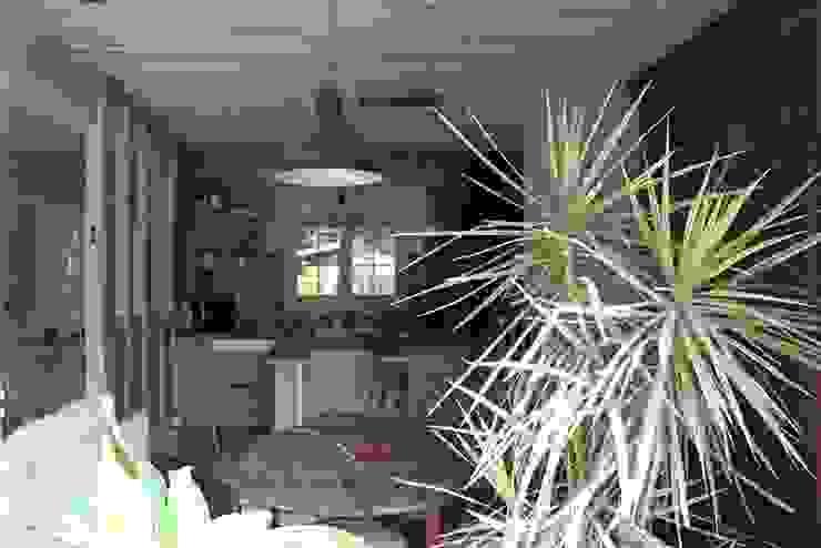 Cuisine ouverte Salle à manger rustique par Sandra Dages Rustique