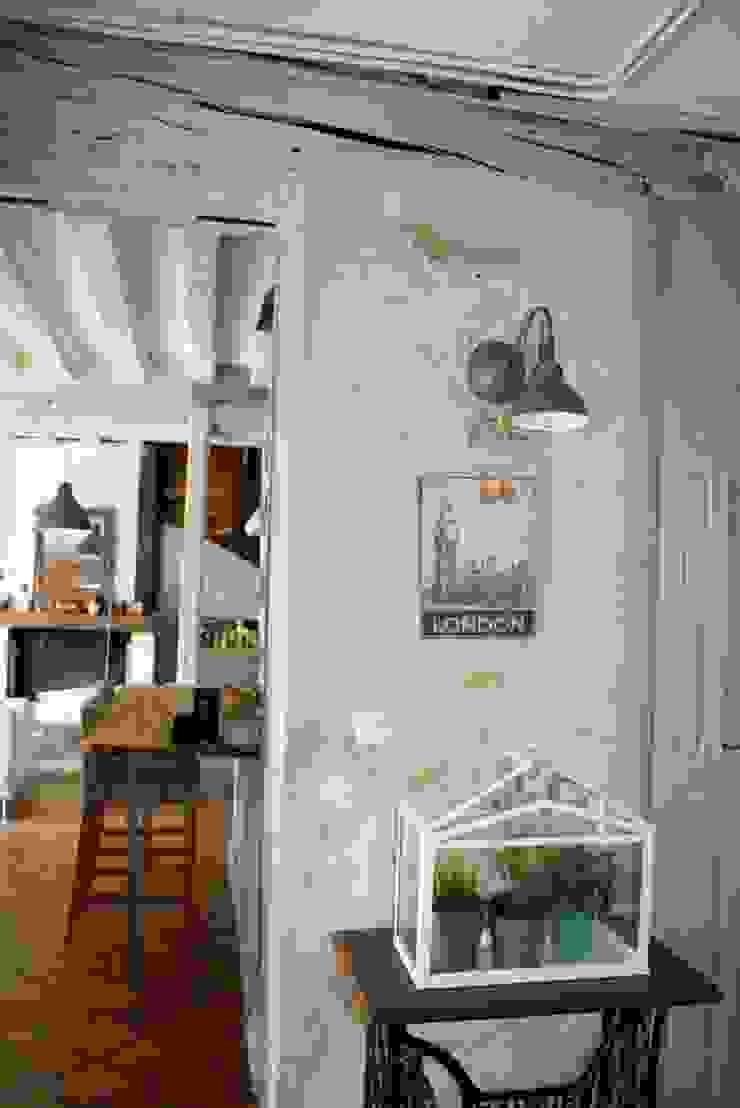Maison de campagne Couloir, entrée, escaliers rustiques par Sandra Dages Rustique